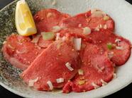 やわらかい肉の甘み、食べごたえを堪能! 『タン塩』