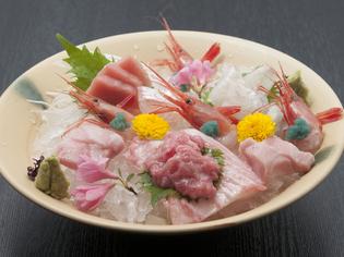 地元産の旬の魚を使った『お刺身盛り合わせ』