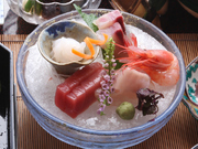 5~11月までは、富山県の特産品「白エビ」がお刺身に入ります。透明で美しく、ぷりぷりとした身が美味。