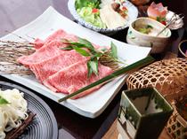 見事なサシの入った「和牛」。サッとお湯にくぐらせて