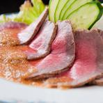 素材をシンプルに生かした『ローストビーフ』はきめ細やかな肉質のお肉を厳選。旨みが凝縮された人気の逸品です。お酢は淡路島産、白米は自家栽培米を使用。オーナー、料理人自ら納得した素材のみを使用しています。