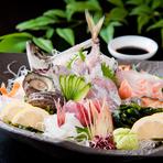 仕入状況によって、その日一番美味しさが味わえるものを厳選して提供。いけすからそのまま調理することも。