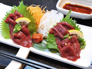 柔らかく食べやすいモモ肉の『会津直送 馬刺し』