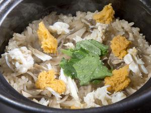 旬の素材を炊きこんだ『本日の土鍋炊き立てごはん』 一合