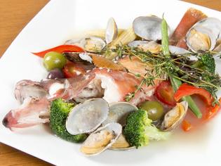 自家菜園で作るバジル、そして、新鮮野菜、魚介類は地元直送です