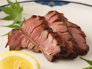 凝縮したうま味が抜群『熟成牛タン』
