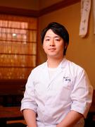 伝統の味を受け継ぎ、今に伝える老舗の五代目・飯田唯之さん
