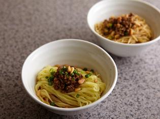 香りと辛さが決め手の看板料理『汁なし担担麺』