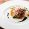 彩り鮮やかな『初ガツオとアボカドのプレッセソーストマト』