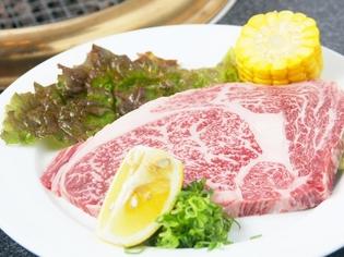 細かいサシが肉のうま味を引き立てる『特選ロース』