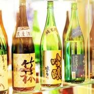 店内のセラーにずらりと並ぶ日本酒。岡山県の地酒を50種類以上揃えてあるのが、このお店のこだわりです。料理と一緒に、または食後にじっくりと味わってはいかが。