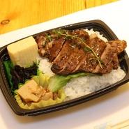 大人気のがっつりステーキ丼!!Ryouteiスタッフ渾身の500円弁当を堪能ください!  540円(税込)