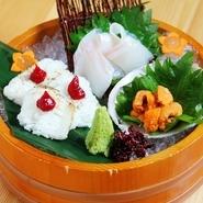 彩りも美しい、様々な魚介を盛った一品。季節ごとの味が楽しめる珠玉の盛り合わせです。
