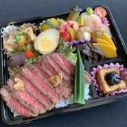大人気のがっつりステーキ丼におかずをプラス!!ボリューム満点!!  700円(税込)