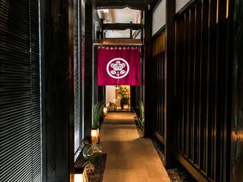 接待や改まった会食に最適、落ち着いた個室と充実のコース