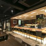 老舗にもかかわらず、寿司店には見えないモダンなインテリア