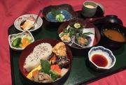旬を彩る二段重ねの京風お弁当