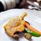 鴨モモ肉のコンフィ、季節の野菜添え