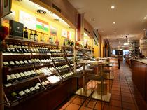 ワインショップ・バルの機能を備えた「スペイン物産館」です