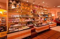 スペインの様々なグルメ食材を販売もしています
