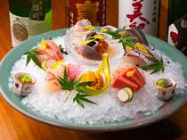 選りすぐりの鮮魚を刺身で味わえる一皿