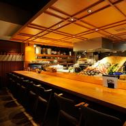 新鮮な魚介類を使った美味しい料理から、割烹のようにも使えます。カウンター席もありますので、「『煮付け』など家庭の味に飢えたときに、1人でも気軽に使って欲しい」とは長島調理長の弁。
