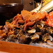 魚介類すべてにこだわりはありますが、その一つがサザエです。波が強いところで育ったため、身が締まった大きめのものを厳選しています。壺焼き、刺身、天ぷらなどでお出ししています。