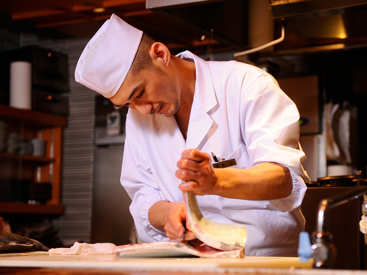 万全な仕込みで、お客様一人一人に最高の状態の料理を提供します