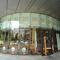恵比寿駅から徒歩1分。ガラス張りのスタイリッシュな外壁