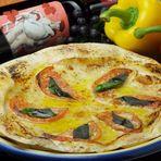 モッツァレラチーズとフレッシュトマトPIZZA