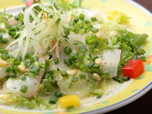 新鮮ぷりぷりの上品な味わい『真鯛のカルパッチョ』