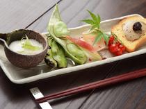 旬の食材を使った料理『季節の先付け』