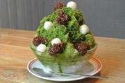 高級宇治抹茶をブレンドした蜜を掛け、横浜白根「億万両本舗 和作」の匠の技で炊き上げた究極のあんこをトッピングした贅沢なかき氷