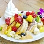 旬のフルーツたっぷり「フルーツパリオンフレンチトースト」