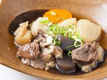 食感も楽しめる『牛すじの煮込み』
