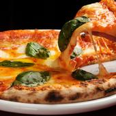 コースでは手づくり生地のピザも味わえます。アレンジも可能です