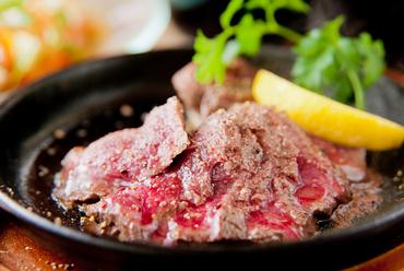 シンプルに塩味でいただく『知床産エゾ鹿のステーキ』