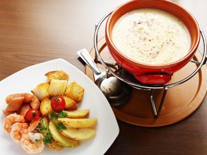 プレーンとトマトの2種類から選べる『チーズフォンデュ』