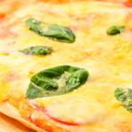 ピザ生地が薄く、軽い口当たりの『マルゲリータピザ』