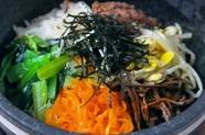 たっぷりの野菜でボリューム満点『石焼ビビンバ』