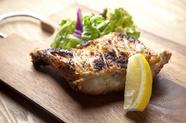 「ハーブ塩」で一味違う風味が絶品の『ローストチキン』
