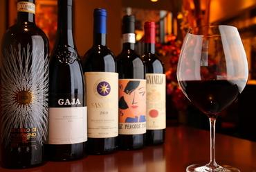 定番ものから、探していたビンテージものまで揃う『ワイン』