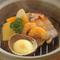 土鍋で提供される『店内仕込みの燻製盛り合わせ』
