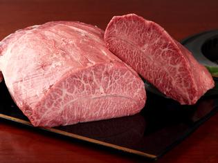 焼肉の味を引き立てるタレは【焼肉ジャンボ 一味】のものを使用
