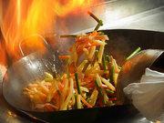 こちらも作りたて。大きな炎で一気に調理する中華料理の数々。バイキングの常識を超える本格中華。