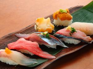 リーズナブルな価格で、存分に三陸の美味を味わえる『地魚鮨』
