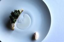 革新的な見た目、調理法の『甘エビと焦がしライム』
