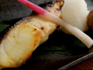 旬の地場産の素材を、刺身や炭火焼で召し上がれ