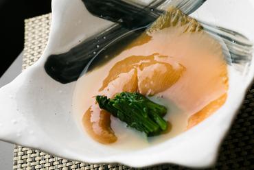 気仙沼名物のフカヒレを和テイストで『フカヒレ姿煮』