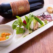 洋食を食べる時に、ワインがお供にあると、それだけで楽しみが倍増します。【新洋食KAZU】では、手に取りやすい、3000円以下のボトルワインをリストに入れています。お友達と記念日、なんて時にどうぞ。
